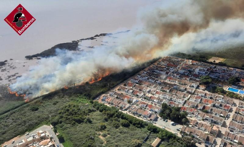 Guardia Civil investigation underway to clarify cause of fire in Torrevieja Lagunas de la Mata park