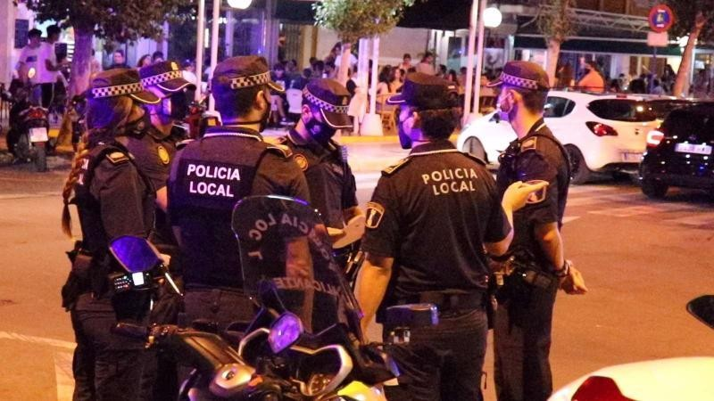 <span style='color:#780948'>ARCHIVED</span> - Over 100 weekend fines for street drinking and flouting curfew in Alicante